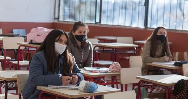 Elevii de clasele a VIII-a si a XII-a vor merge la scoala si in scenariul rosu: