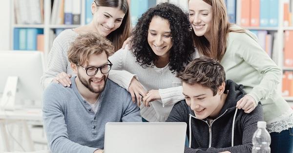"""Universitatea """"Alexandru Ioan Cuza"""" din Iasi organizeaza activitati de consiliere educationala online pentru elevi"""