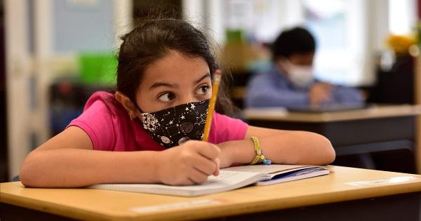 "[Oficial] Scolile se inchid doar cand e instaurata carantina: ""Nu este bine sa ne jucam de-a inchis, deshis scoala"""