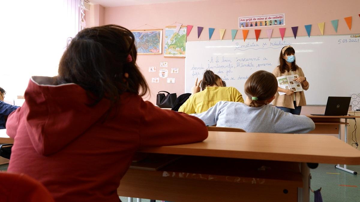 4 teme de abordat la lectia de dirigentie pentru a ajuta copiii sa vada lumea altfel