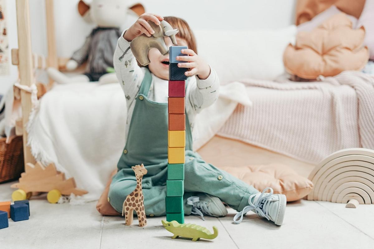 Elemente esentiale ale educatiei Montessori - pentru parinti sau pentru cei care vor sa investeasca intr-un astfel de spatiu