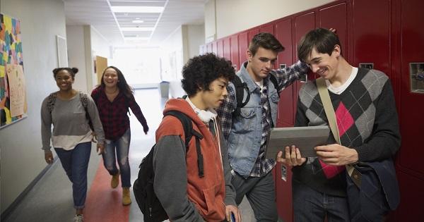 Elevii romani pot studia intr-un liceu american, cu toate costurile acoperite. Candidaturile se depun pana in octombrie