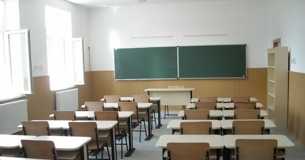 Elevii au luat atitudine: si-au reparat scoala cu banii castigati la un concurs