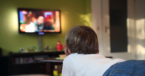 Copilul si timpul petrecut in fata ecranelor. Care ar trebui sa fie numarul maxim de ore permis, in functie de varsta