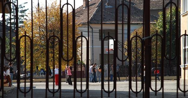 Scolile ar putea ramane INCHISE si la toamna, avertizeaza premierul Ludovic Orban