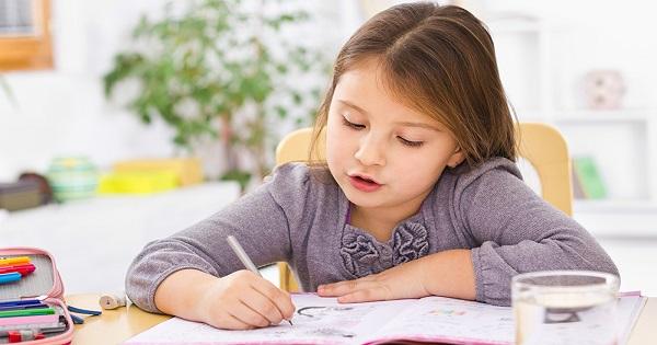5 metode simple si eficiente pentru a-ti motiva copilul sa-si faca temele