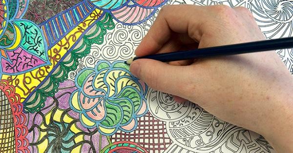 Cartile de colorat pentru adulti - versiunea antistres din prezent