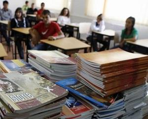 Legea Manualului a fost anuntata. Autorii de manuale vor fi selectati de Ministerul Educatiei