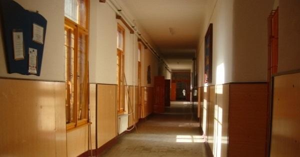 Noutati de la Ministerul Educatiei despre situatia scolilor: peste 3.000 fac cursuri online, in 382 au fost cazuri de COVID-19