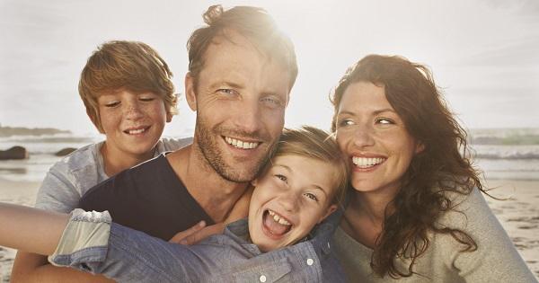 Veste buna pentru parinti! Legea care le permite sa mai stea cu copiii acasa, promulgata de Iohannis