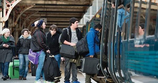 Este oficial: Studentii pot calatori gratuit cu trenul, indiferent de varsta