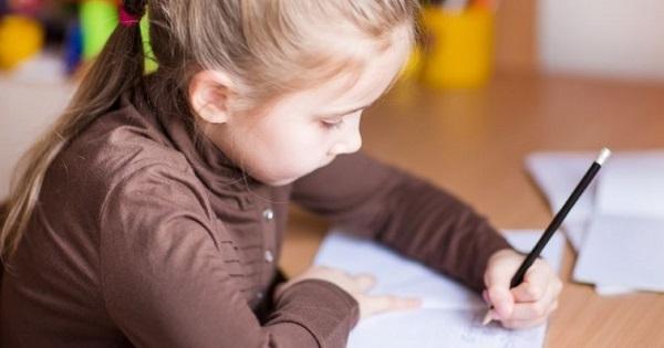 Copilul care scrie cu mana stanga. Trebuie sau nu corectat?