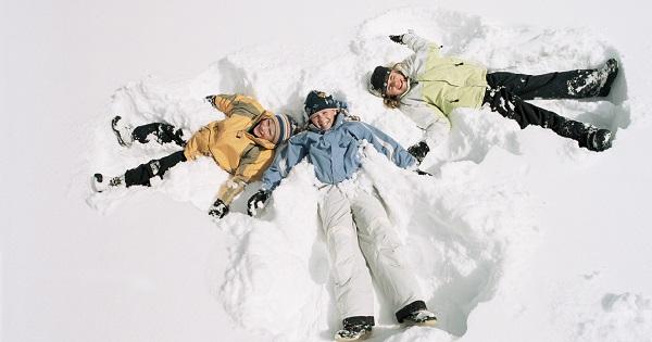 7 motive pentru care copiii iubesc iarna. Mos Nicolae este unul dintre ele
