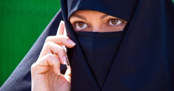 Proiect de lege in Parlament: Burka (acoperirea fetei) va fi interzisa in scoli si universitati