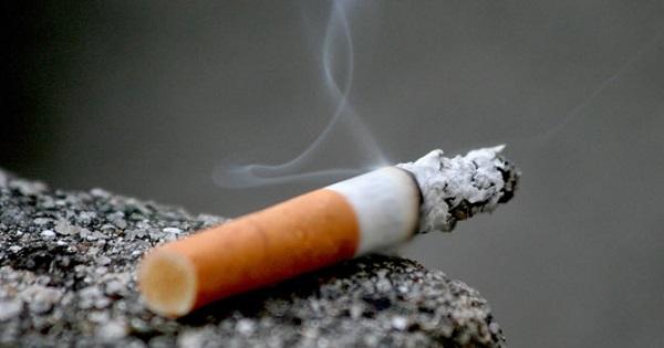 Noua din zece elevi romani au fumat si au baut alcool cel putin o data. Cati ajung sa consume droguri