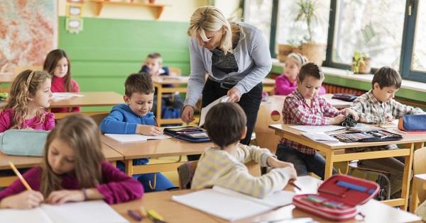 Noua lege, publicata in Monitorul Oficial. Bani mai multi pentru profesori