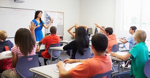 Elevii vor evalua semestrial profesorii: