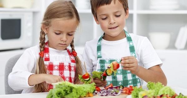 Nutritia, disciplina cu manual propriu. Ateliere de gatit in gradinite si scoli