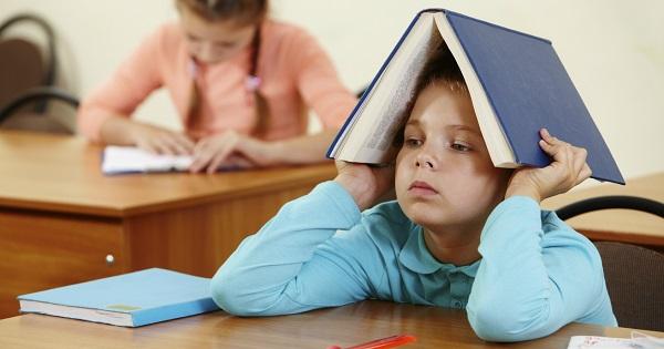 Top 5 drepturi ale elevilor. Pot fi dati afara din clasa sau pedepsiti cu teme suplimentare?