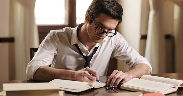 Se apropie Bacul! Copilul dvs. stie sa scrie un eseu de nota 10?