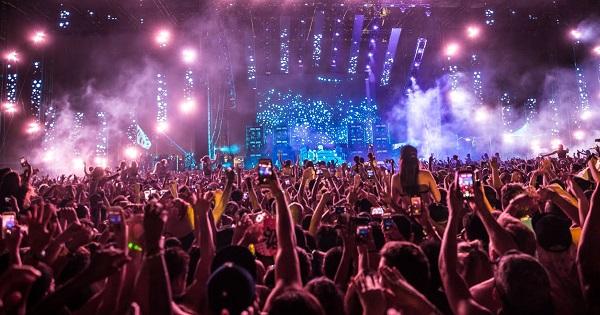 Elevii pot primi gratuit bilete la doua mari festivaluri