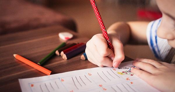"Proiectul ""Scoala Generatii"" - elevii, parintii si profesorii invata cum sa previna abandonul scolar"