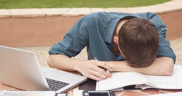Elevii cu medie sub 5, trimisi obligatoriu la profesionala. Metodologia, publicata in Monitorul Oficial
