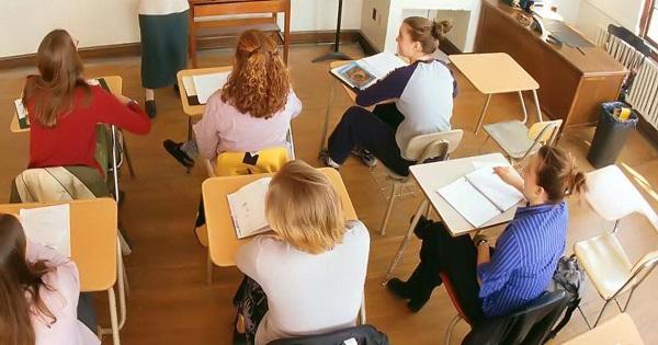 Solutii pentru sistemul de educatie romanesc, de la profesori din Romania, Italia si Germania