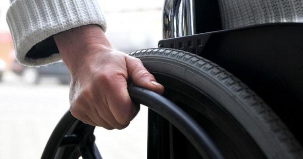 Proiect. Asistentii personali ai persoanelor cu handicap pot avea doar gimnaziul absolvit