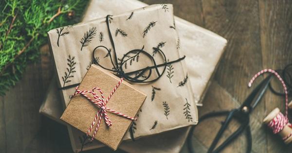 Dispar cadourile pentru profesori? Parintii pot reclama telefonic daca li se cer bani la scoala