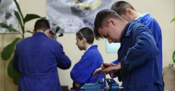 Modificare in Legea Invatamantului: scolile profesionale vor face parte din cele 11 clase obligatorii