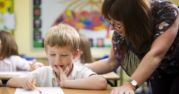 Ministrul Educatiei anunta: dascalii vor face ore suplimentare cu elevii care nu tin pasul la clasa