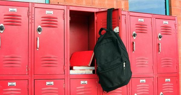 Scolile, obligate sa asigure dulapuri fiecarui elev. Legea starneste deja controverse