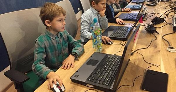 Programare pentru elevi. Romania participa la cel mai mare eveniment educational de programare din istorie