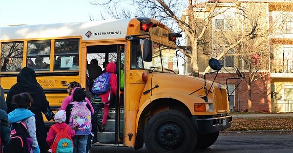Elevii au parte de transport cu autobuze scolare, din 9 septembrie. 4 trasee au fost anuntate