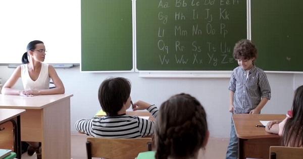 Profesorii din mediul rural si cei de la periferia oraselor, stimulati suplimentar: