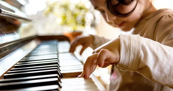 Lectii de pian pentru copii? Ei bine da, exista o metoda usoara si simpla de invatat