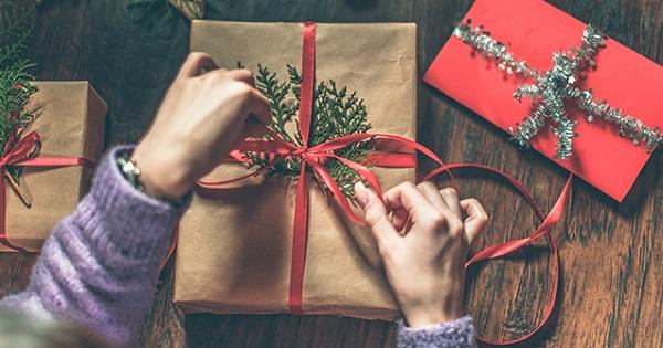 Cadouri pentru profesori - este legal ca parintii sa stranga bani? Un judecator vine cu explicatii
