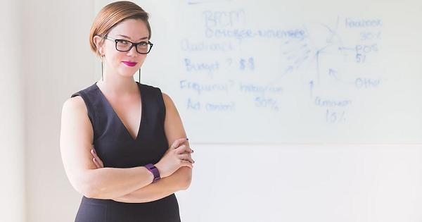 Dress code pentru cadrele didactice: ce nu trebuie sa lipseasca din garderoba unei profesoare