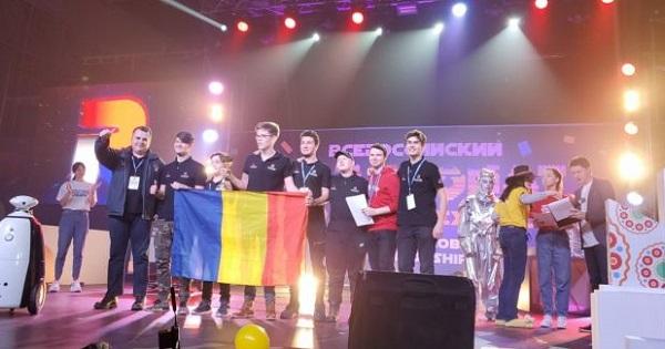 7 liceeni romani au castigat cel mai mare concurs de robotica din Rusia