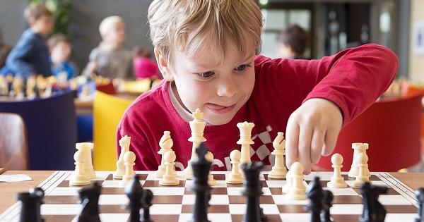 Studiu. Inteligenta se dezvolta mai rapid la copiii care joaca sah