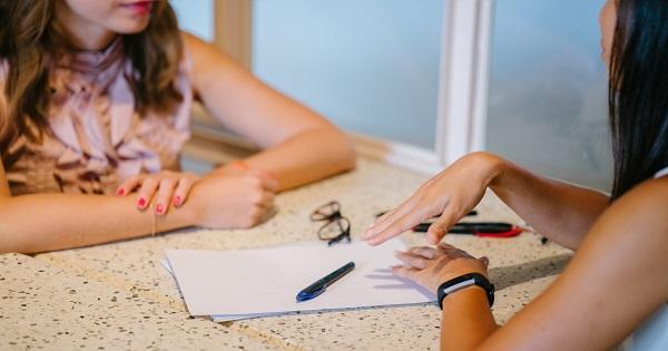Precizare de la Ministerul Invatamantului pentru clasele V-VIII: limba moderna intensiv va avea 2 ore pe saptamana in triunchiul comun si alte 2 ore la decizia scolii