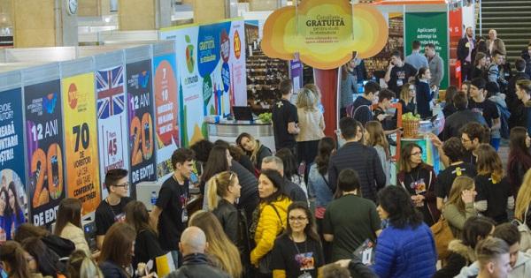 Targ pentru liceeni - universitati din 13 tari participa la editia online RIUF, de joi