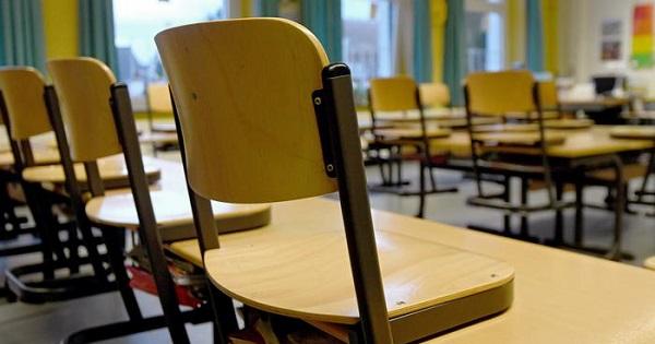 600 de elevi si 472 de profesori, infectati in perioada 8-17 februarie. 542 de clase fac din nou scoala online