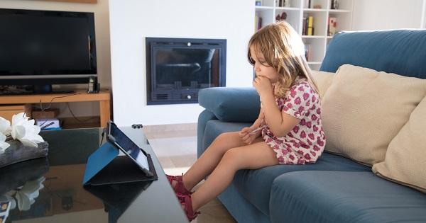 Noutati despre scoala online: elevii care nu raspund la ore vor fi considerati absenti