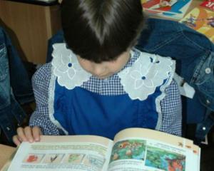 Ministrul Educatiei a anuntat data la care elevii de clasa I vor primi abecedarele
