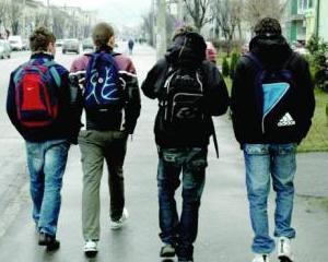 Elevii care au absente nemotivate isi pierd abonamentele gratuite pentru transport