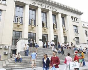 Universitatile de stat au mai multe locuri la buget la nivel de licenta si doctorat