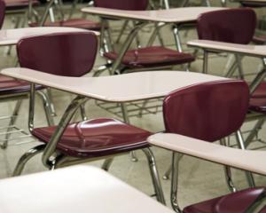 Elevii de clasa a VIII-a au terminat vineri cursurile ciclului gimnazial si se pregatesc pentru admiterea la liceu 2014