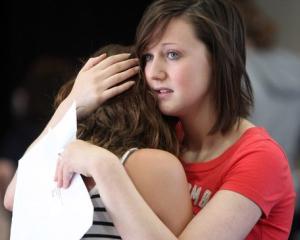 Sondaj: Pro sau contra admiterii la liceu a elevilor cu medii sub 5?